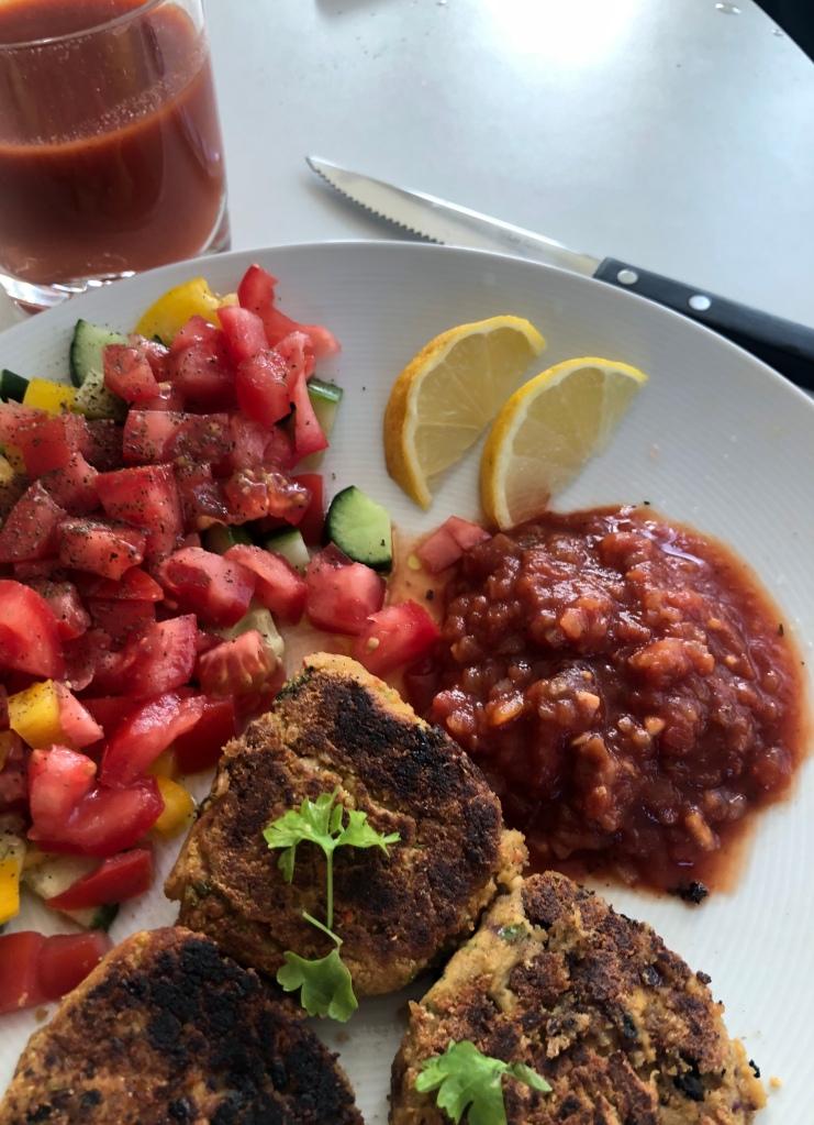 Hemmagjord falafel med salsa