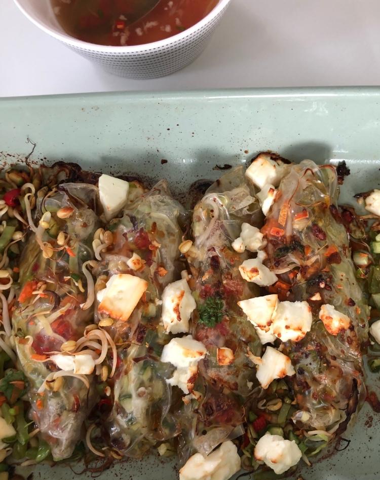 Ugnsbakade vegetariska vårrullar med fetaost